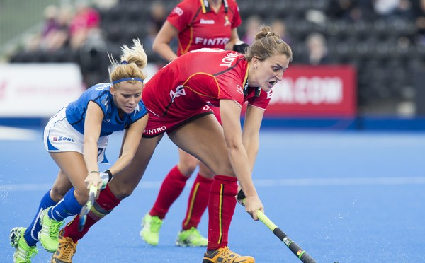 LONDON -  Unibet Eurohockey Championships 2015 in  London. Belgium v Italy (4-3).  Italian Mauro Eleonora Di (l) with Lieselotte Van Lindt  from Belgium . . WSP Copyright  KOEN SUYK